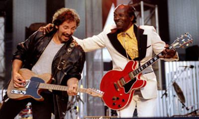 Bruce Springstein and Chuck Berry performing Johnny B. Good at the Rock & Roll Hall of Fame in 1995