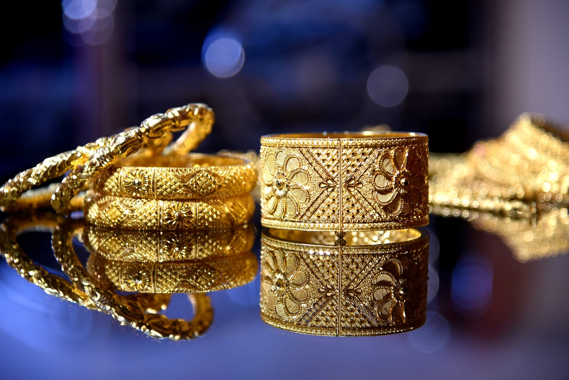Gold price crosses Rs.50,000 mark for the first time, dampens retail demand