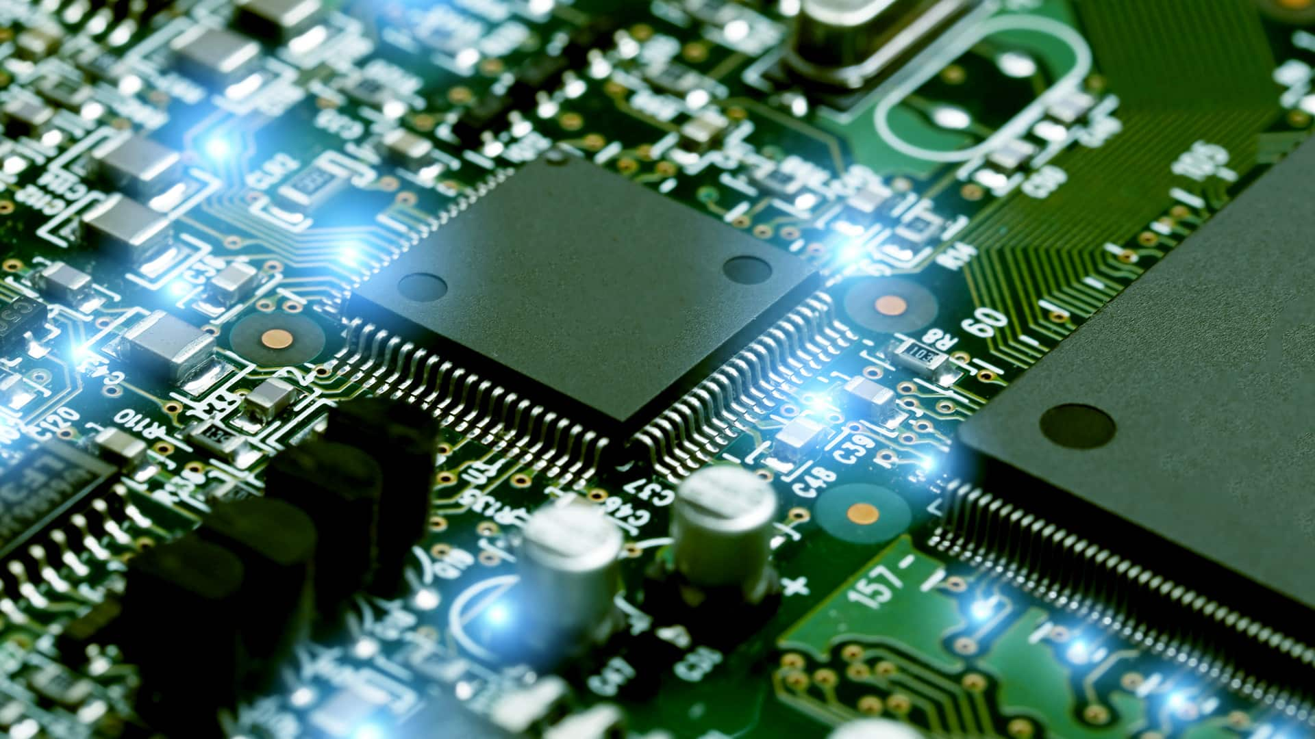 Govt expects Rs 18,000 cr investment in electronics sector