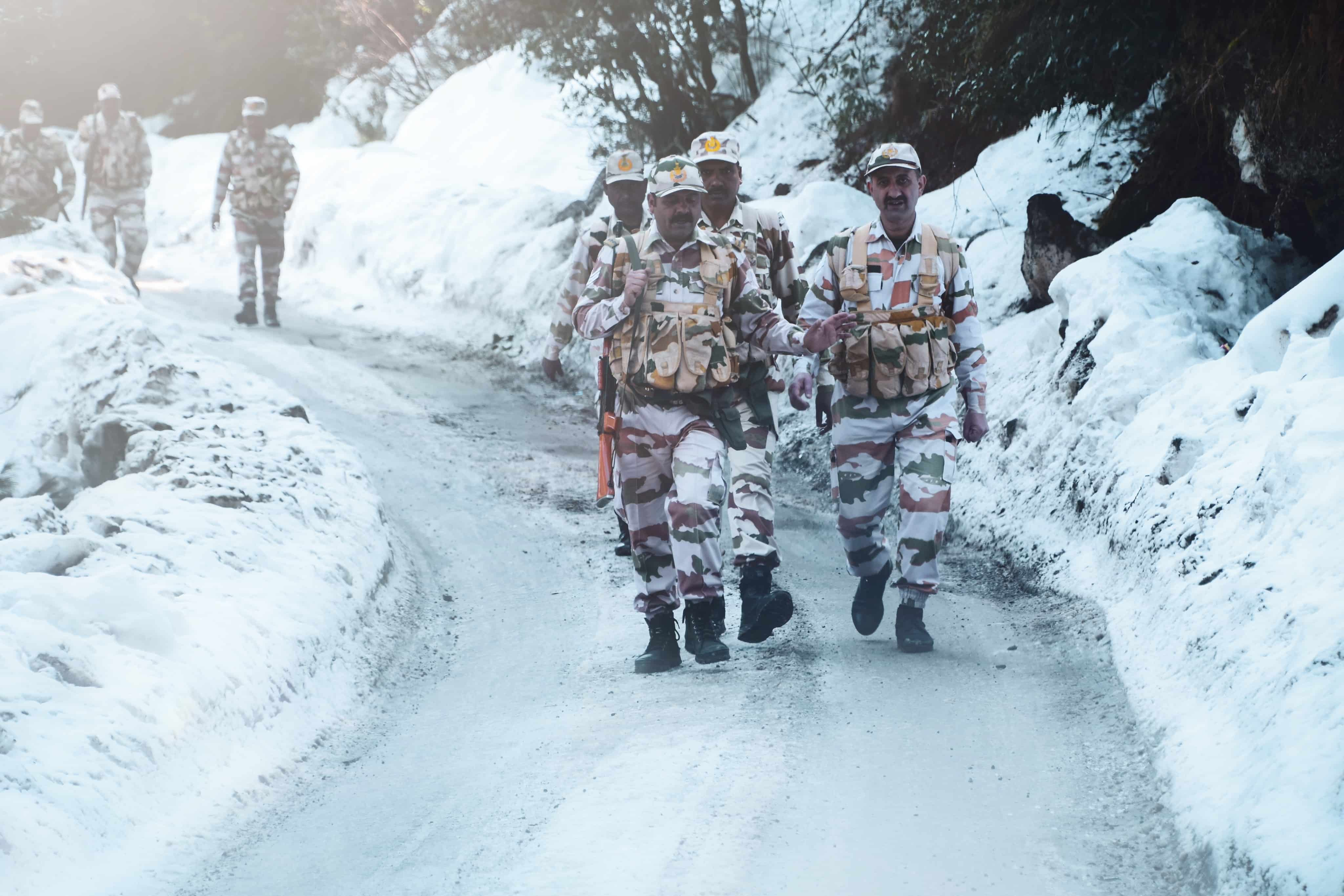 """Ministry of Defence opts for """"Atmanirbhar Bharat"""" - Make in India clothing and equipment"""